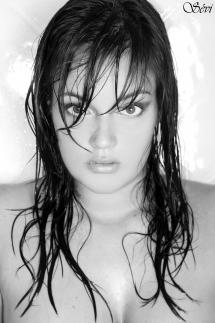 Photo portrait femme cheveux mouillés