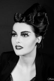 Photo portrait femme maquillage coiffure noir et blanc