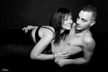 Photo couple amoureux fond noir