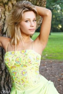 Photo femme miss Languedoc robe verte