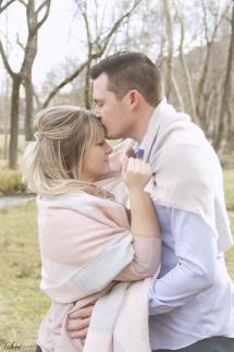 photo couple baiser front romantique